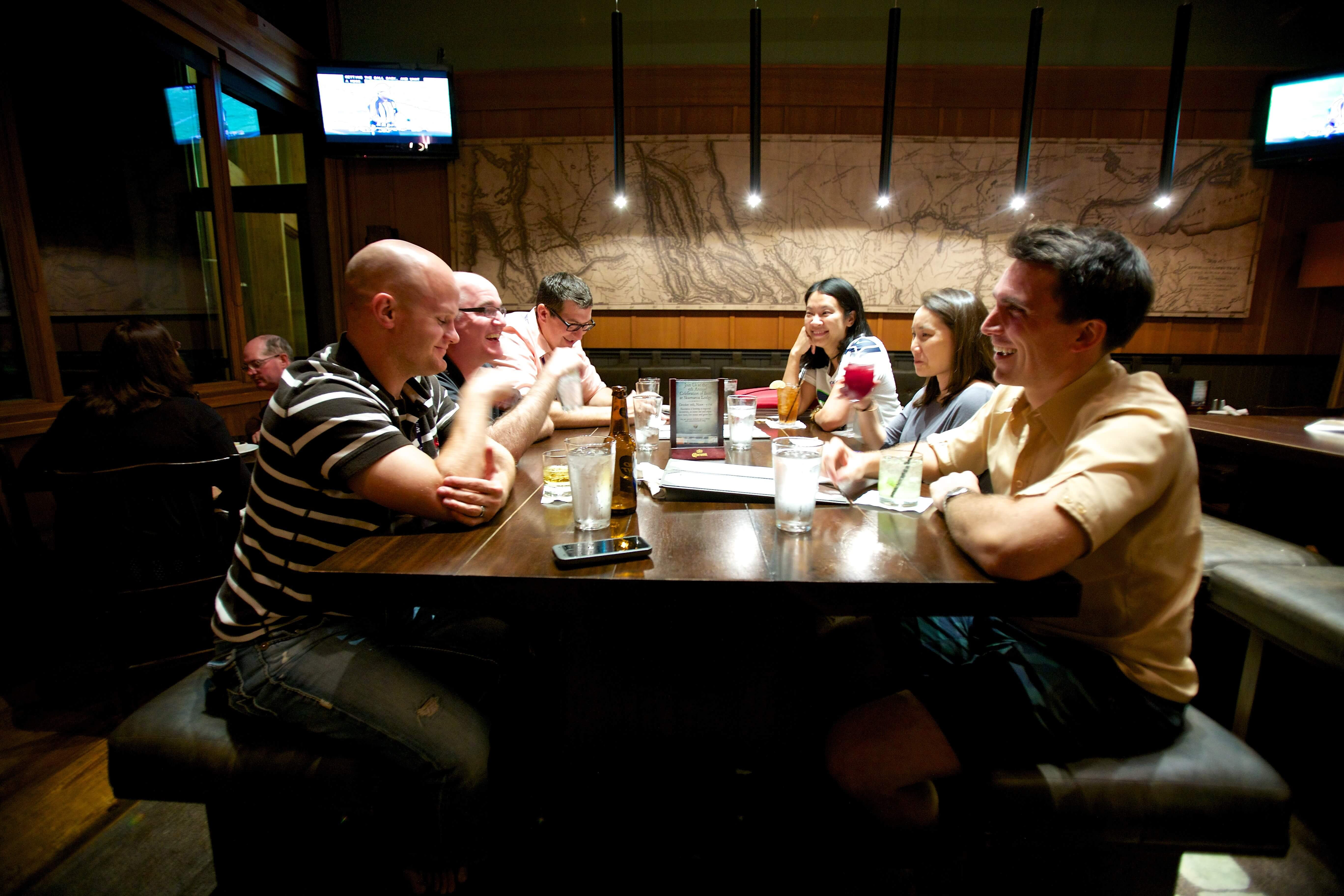 8 Inexpensive Ways to Socialize and Spend Time With Friends