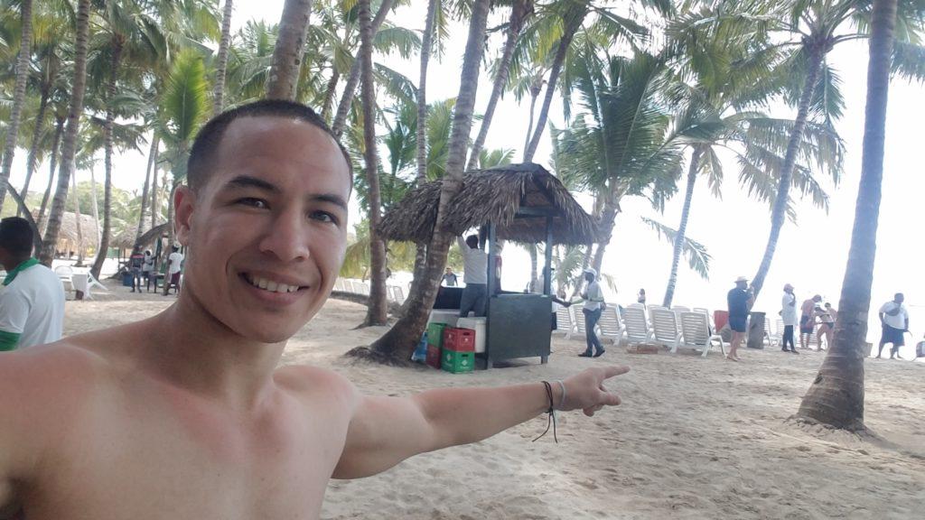 Brian Cain Toenail Fungus Fix Hangout on Beaches not Embarrassed